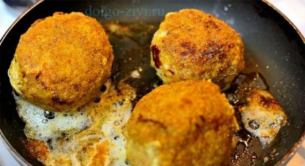 жарятся шотландские перепелиные яйца