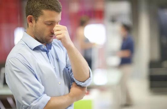 у мужчины паника на работе
