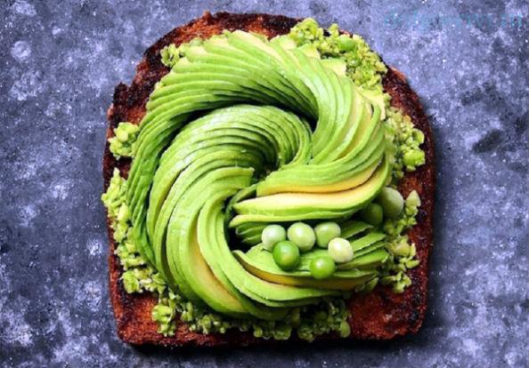 тост с авокадо