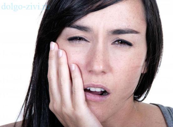 больные зубы у девушки