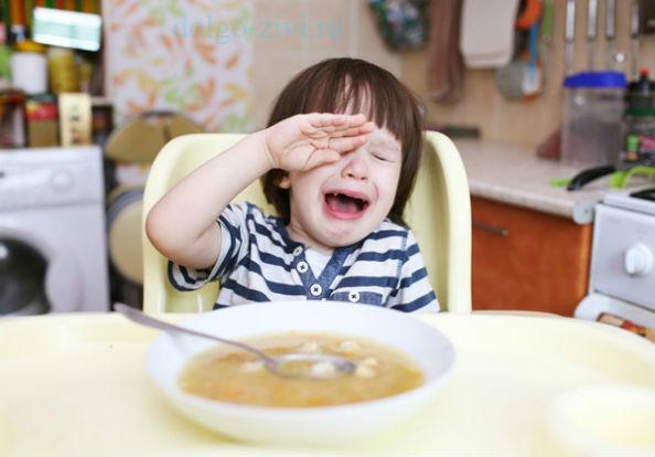 мальчик не хочет суп