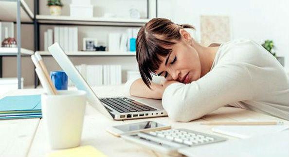 хроническая усталость у девушки
