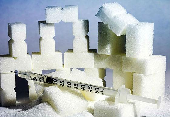 сахар и шприц