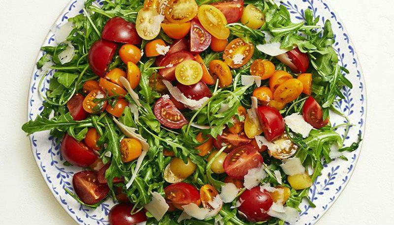 руккола и помидоры