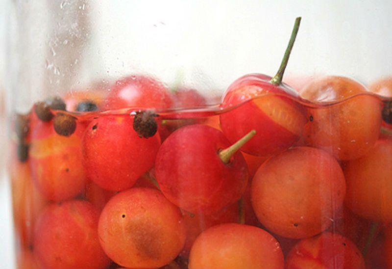 вишни в компоте