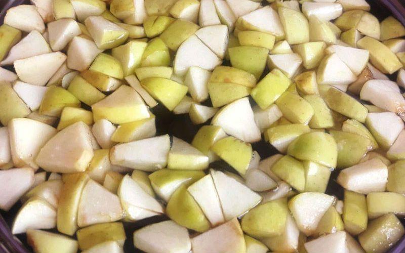 нарезанные яблоки для компота
