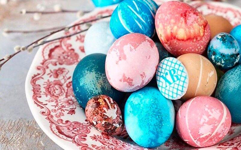 как изящно покрасить яйца